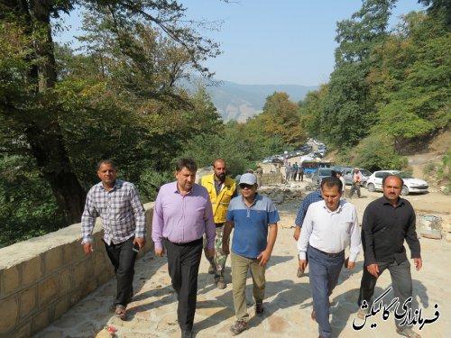 بازدید فرماندار گالیکش از اجرای پروژه سنگفرش آبشار لوه