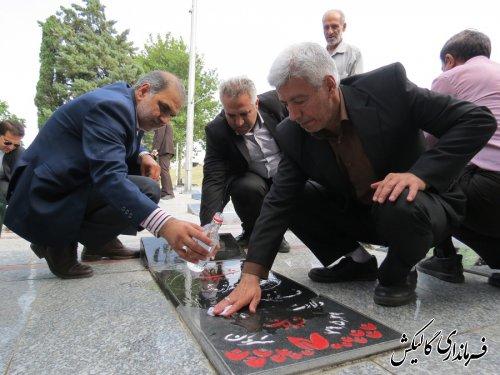 گلزار شهدای شهرستان گالیکش بمناسبت هفته مبارزه با مواد مخدر عطر افشانی شد