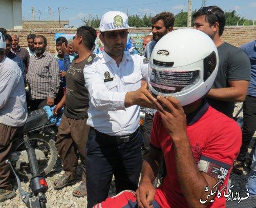 اهدای 100 کلاه ایمنی به راکبین موتور سیکلت در شهرستان گالیکش