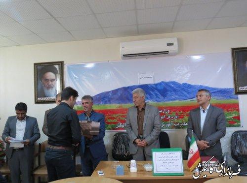 معلمین برتر استانی و کشوری شهرستان گالیکش تجلیل شدند