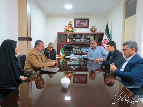 دیدار فرماندار گالیکش و مدیرکل بهزیستی استان با شهروند معلول جسمی حرکتی