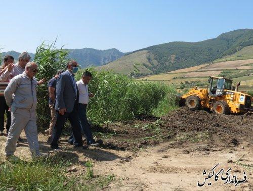 بازدید فرماندار گالیکش از روند اجرای پروژه بهسازی کانال هدایت سیلاب در شهر صادقآباد