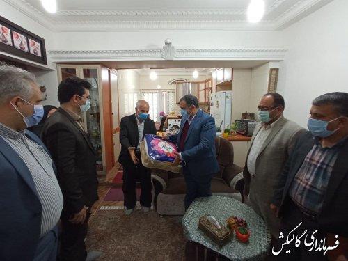 دیدار فرماندار و مسئولین شهرستان گالیکش با خانواده پزشک فقید مدافع سلامت
