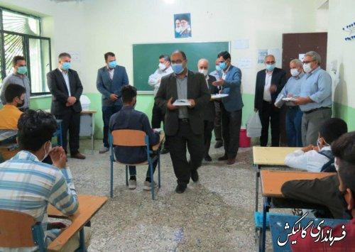 توزیع بیش از ۱۰۰ بسته لوازم التحریر اهدایی موکب حسین ابن علی(ع) گالیکش در مدارس شهرستان